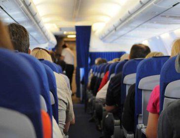 Провели два часа с трупом: туристы попали в жуткую историю в самолете