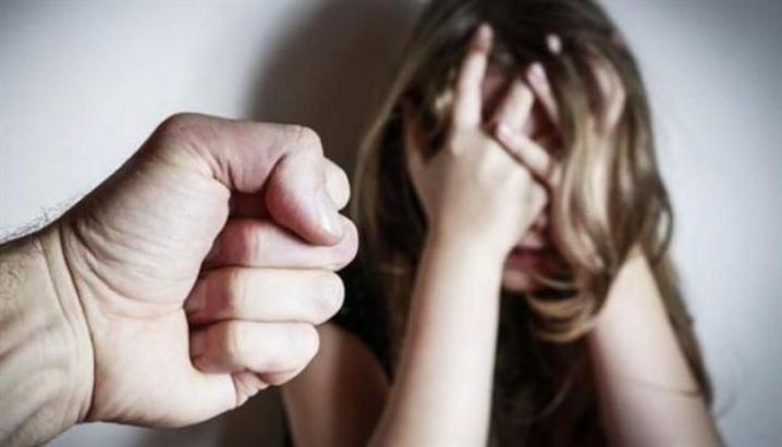 Домогался к падчерице и ее подруге: Под Киевом задержали мужчину, который развращал несовершеннолетних