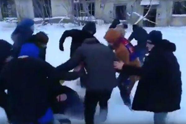 »Помри, м*рзото!»: В России толпа подростков зверски избила троих ребят