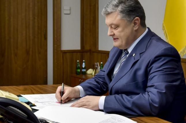 Порошенко подписал закон о переходе общин в Православную церковь Украины