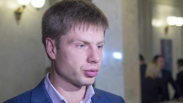 «Мужик сказал — мужик сделал»: Гончаренко пришел на ток-шоу в костюме клоуна