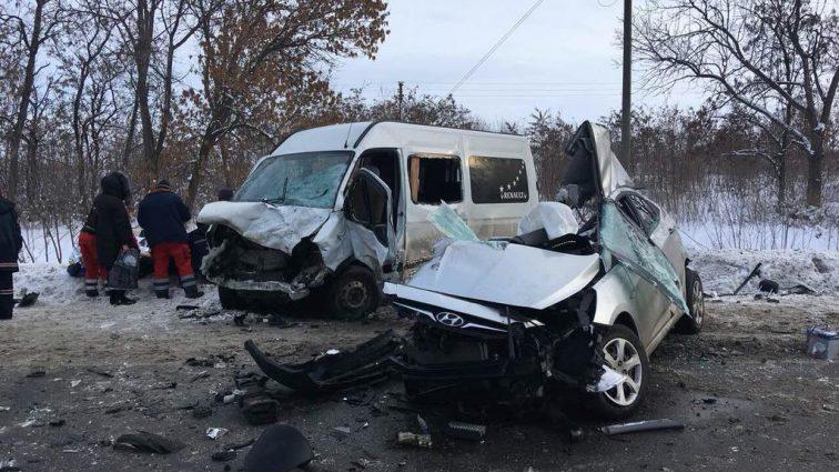 Роковая ДТП под Харьковом: Легковушка на большой скорости протаранил микроавтобус, много погибших