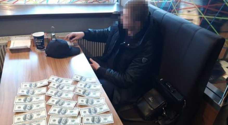 Во Львовской области на взятке задержали влиятельного чиновника