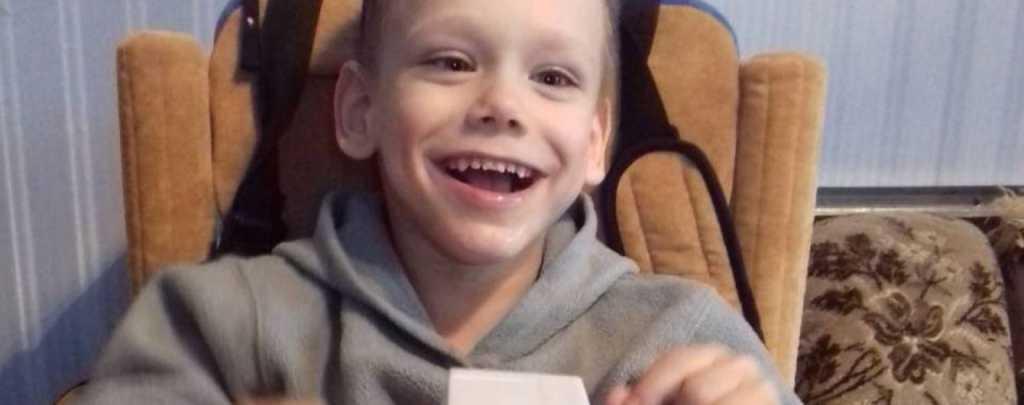 Мальчик в свои 4 года до сих пор не сидит и не ходит: подарите Богдану шанс на новую жизнь