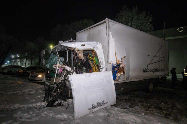 Роковая ДТП на украинской трассе: На бешеной скорости столкнулись два грузовика, есть жертвы