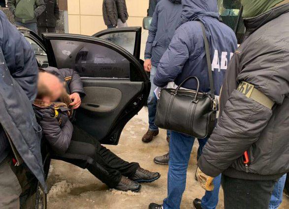 Получили 1250 долларов: На взятке задержали пограничников