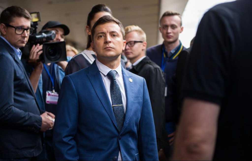 В свой день рождения: Зеленский подал документы для регистрации кандидатом на пост президента Украины