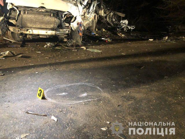 Роковая ДТП на украинской трассе пассажирский автобус на скорости столкнулся с грузовиком и легковушкой, есть жертвы