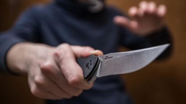 Схватила кухонный нож и ударила им в грудь: Под Киевом женщина жестоко убила своего отца