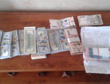 Выманили у горожан почти два миллиона гривен: В Запорожье на горячем поймали аферистов