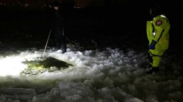 Искали больше месяца: В Киеве подо льдом нашли тело парня