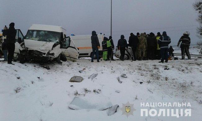 Кровавое ДТП с детьми на Львовщине: Микроавтобус на бешеной скорости столкнулся с легковушкой, есть жертвы