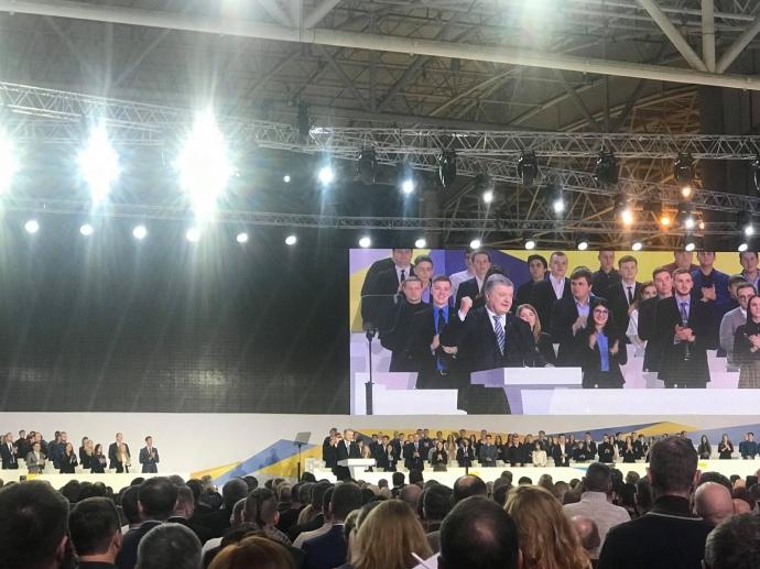 «Чувство глубокой ответственности перед страной»: Порошенко официально заявил, что идет на второй срок