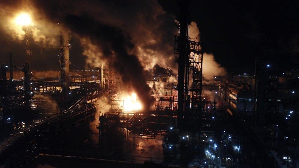 Возгорание на химзаводе в Калуше не могут погасить: последние подробности чрезвычайного происшествия
