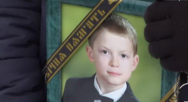 После недолгих поисков родные нашли парня в сарае повешенным: Из-за гибели школьника разгорелся громкий скандал