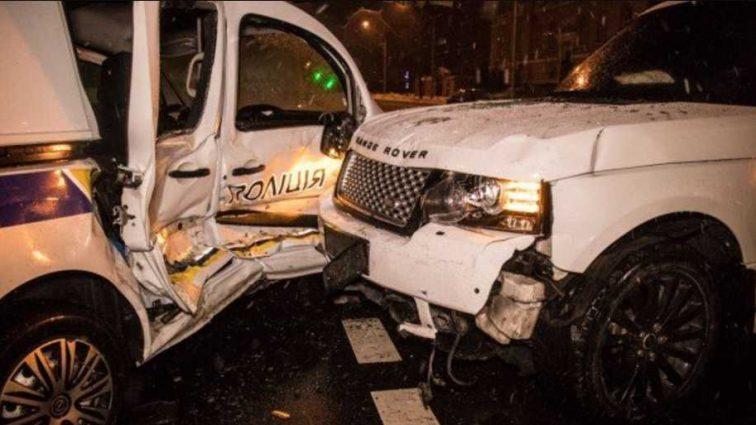 В столице внедорожник на скорости протаранил полицейских: первые подробности и фото