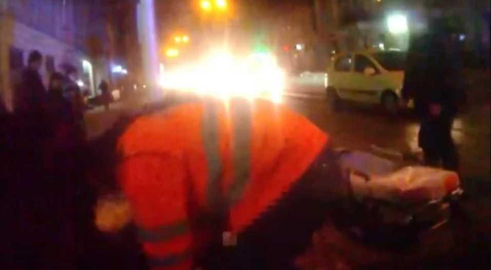 Висел на шнурке: во Львове посреди улицы мужчина пытался покончить с собой