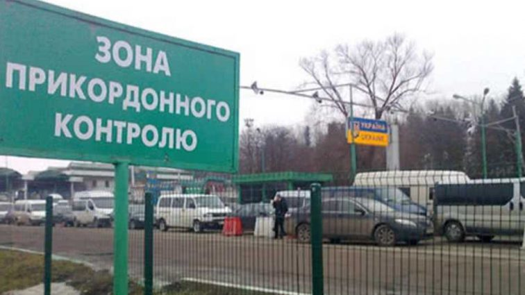 «Бросили его на произвол судьбы»: Учителя одной из школ Львова на границе высадили ребенка из автобуса
