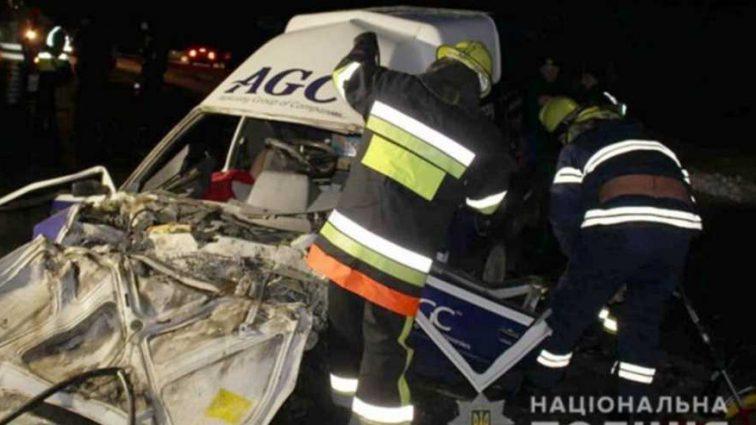 Опасная ДТП на украинской трассе: двое погибших