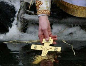 Сегодня вода имеет силу очищать и исцелять душу и тело: как праздновать Крещение, традиции и приметы