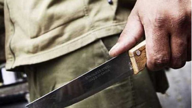Громко праздновали: во Львовской области мужчина порезал двух 17-летних знакомых