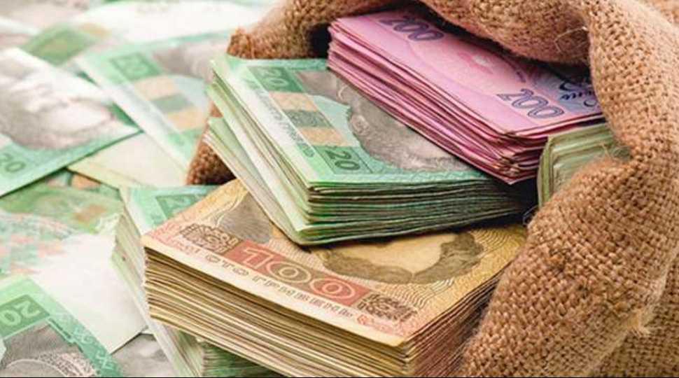 Зарплаты в долларах, тепло по-новому и сюрприз для «евробляхеров»: что ждет украинцев уже в феврале
