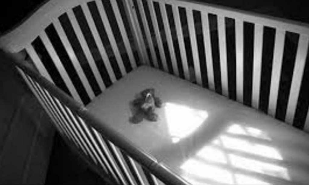 Сына родила на балконе: мать порезала ножницами и задушила своего нежеланного младенца