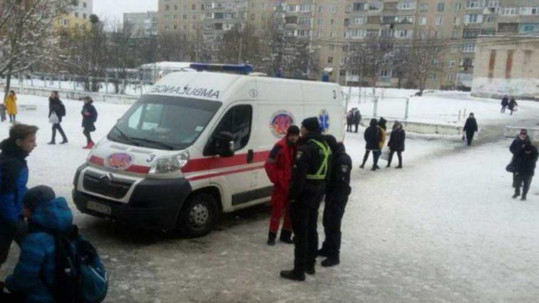 Детей пришлось эвакуировать: в харьковской школе распылили газ