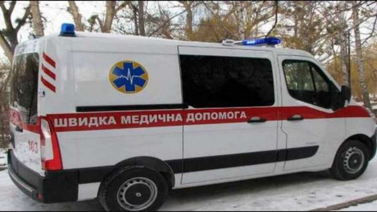 Опасная ДТП в Киеве: девушка влетела в остановку общественного транспорта