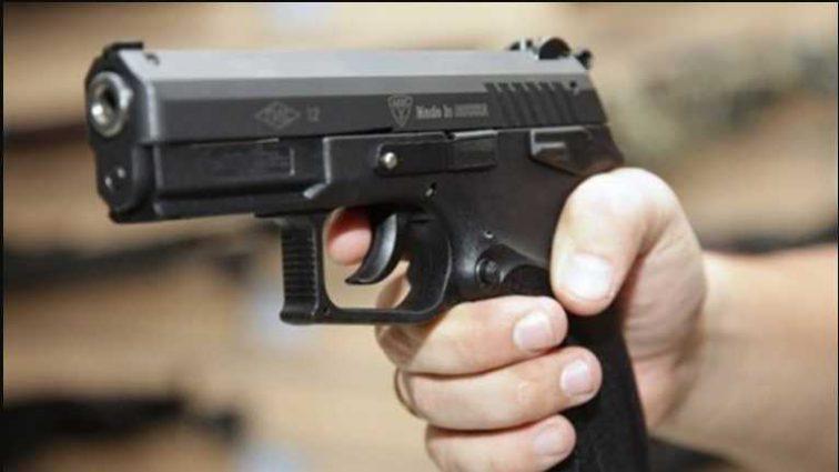 Оружие ученик приобрел в интернете: у школьника выстрелили во время перерыва