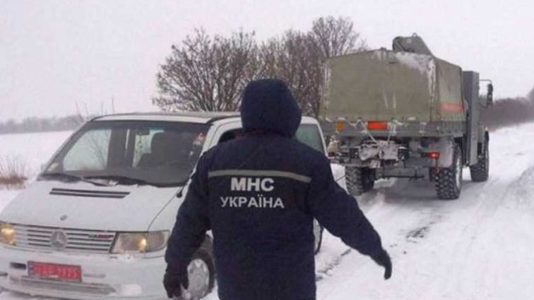 Украину накрыла непогода: без электричества остаются 13 населенных пункта
