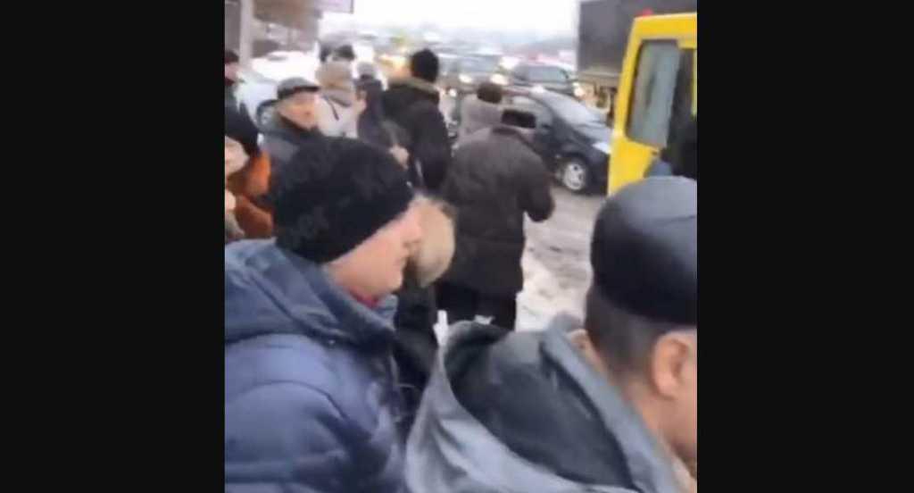 » Задули лицо газом »: В столице напали на водителя и пассажиров маршрутки