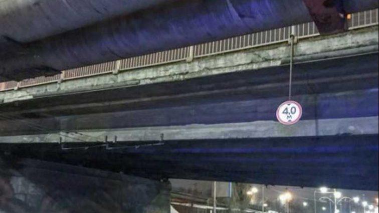 Кровь стынет в жилах от увиденного: внутри моста в Киеве обнаружили труп женщины