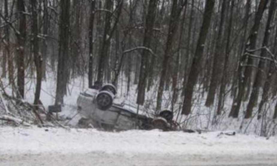 Жуткая ДТП на украинской трассе: автомобиль перевернулся на крышу, пострадавшие — в реанимации