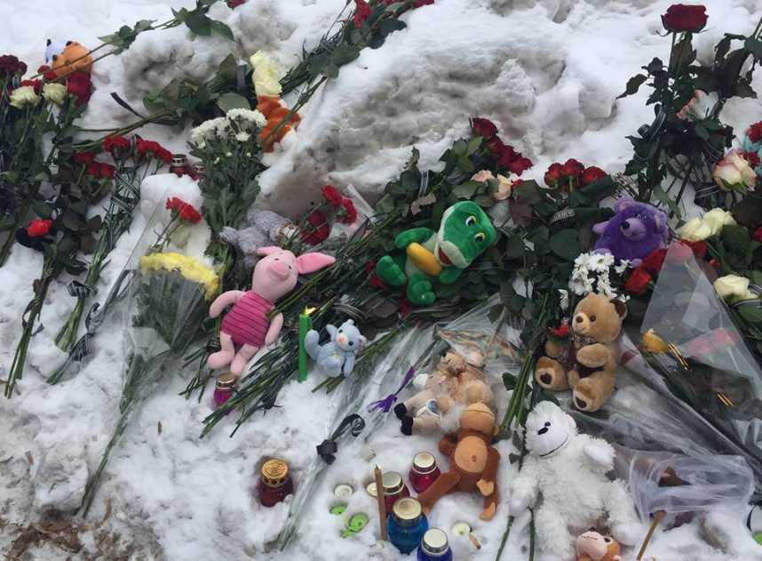 Сотни людей несли цветы, игрушки и лампадки: полтавчане почтили память погибшего мальчика