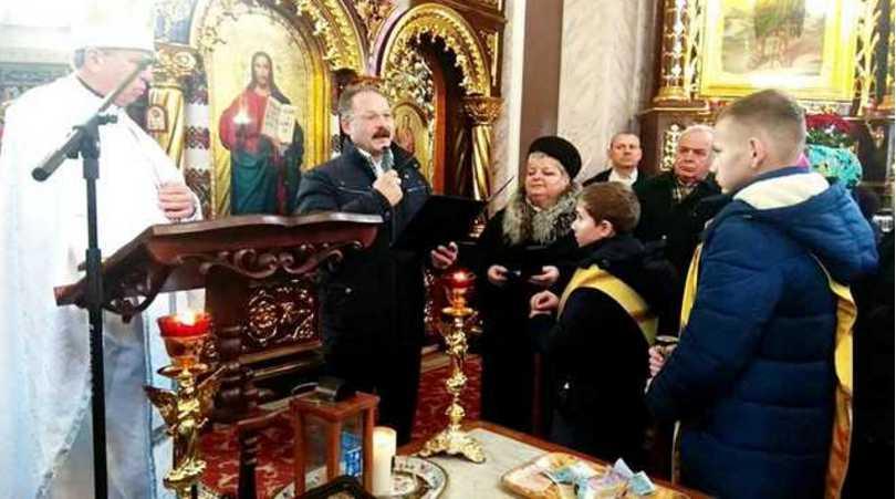 И смех, и грех: одиозный нардеп Барна на Рождество агитировал за Порошенко во время службы в церкви