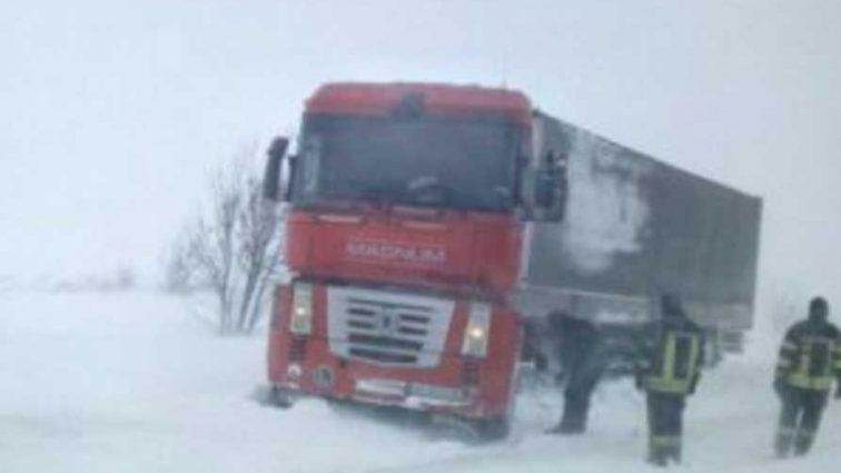 Из-за снегопадов и метели: непогода унесла жизни 12 человек