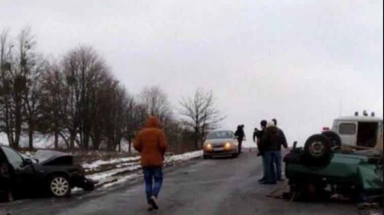 Жуткая ДТП на украинской трассе: погибли три человека, среди которых младенец