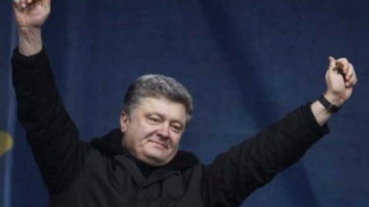Проект поддержал президент: Порошенко пиарят квартирами, которые раздала Верховная Рада