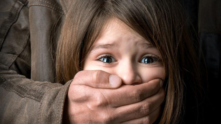 Пришел домой пьяный и набросился на дочь: В Полтаве мужчина изнасиловал малолетнюю дочь