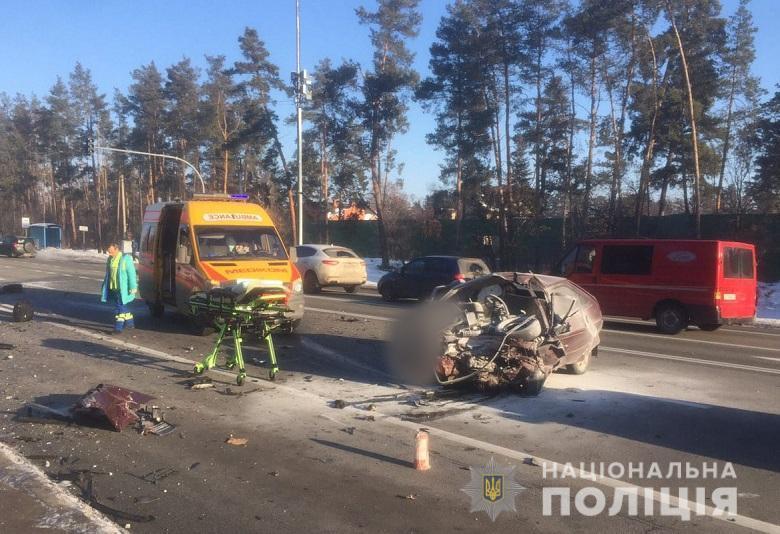 Жуткая ДТП в Киеве: машину с телами разнесло по дороге