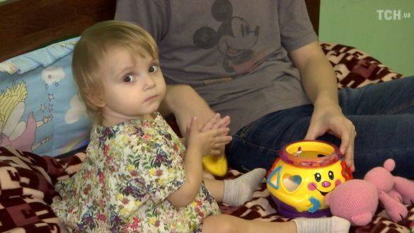 За свои полтора года все время проводит в больнице: Маленькая Кира нуждается в вашей помощи
