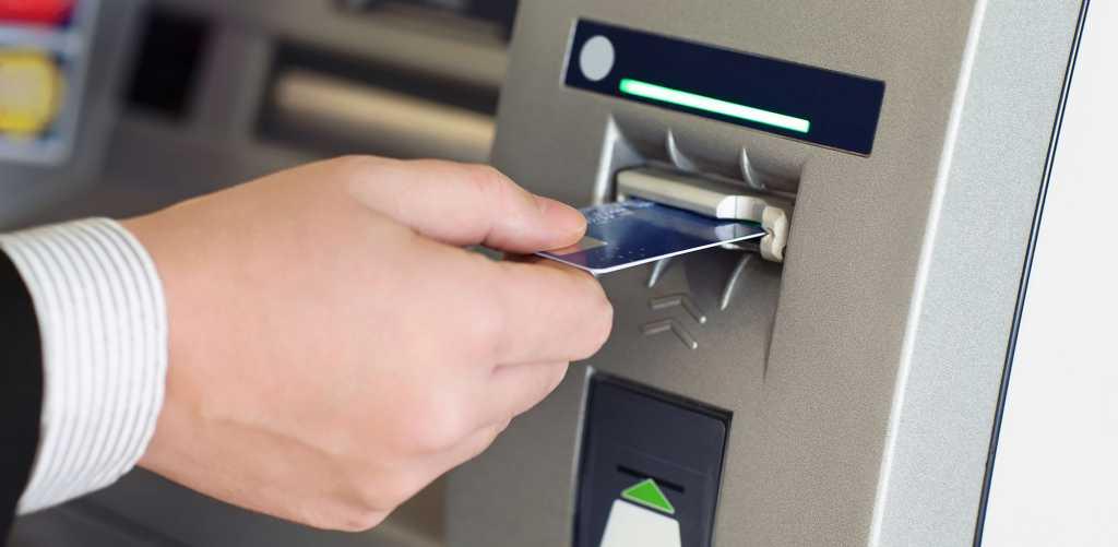 Спешите снять деньги: Популярный банк приостанавливает работу