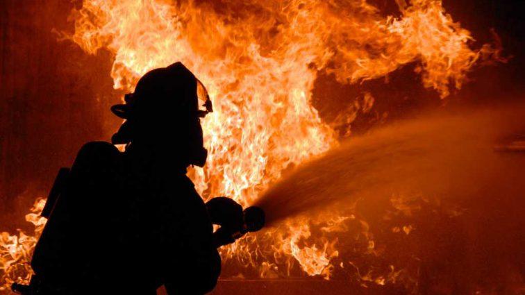 В Киеве мощный пожар охватил популярный ресторан: первые подробности