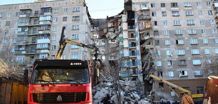 Взрыв жилого дома: под завалами нашли живым годовалого малыша