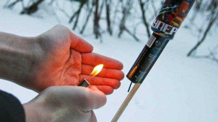 Празднование Нового года закончилось трагедией: мужчина потерял кисть, запуская фейерверк
