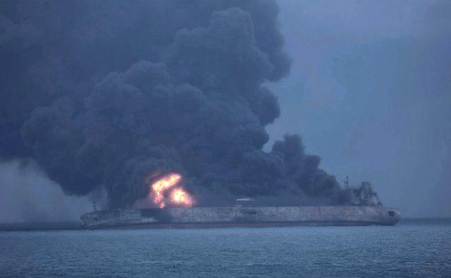 Спасатели достают из воды тела моряков, много погибших: новые подробности трагедии в Керченском проливе