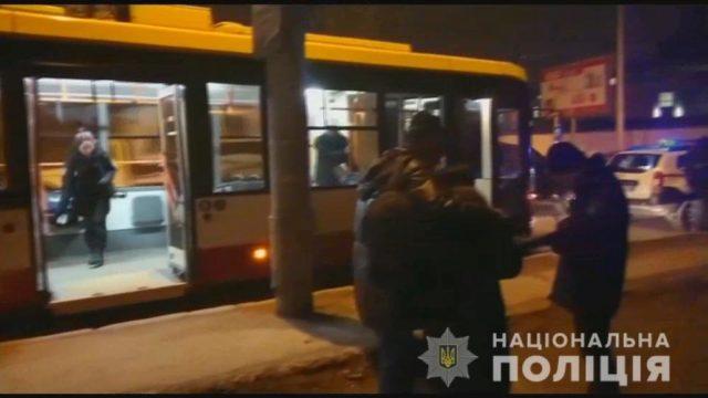 Трагедия в Одессе: Мужчина напал на пассажиров троллейбуса с ножом