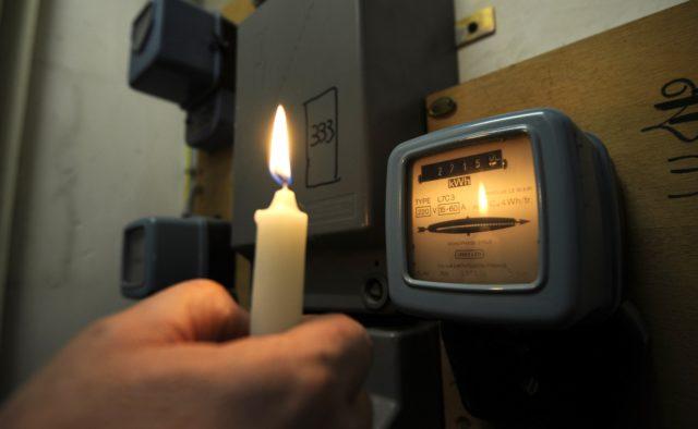 «Не заплатила 20 тысяч»: В Харькове пенсионерку выбросили на улицу за долги по коммуналке