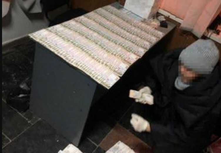 На взятке в полмиллиона гривен СБУ задержала чиновника ДВС